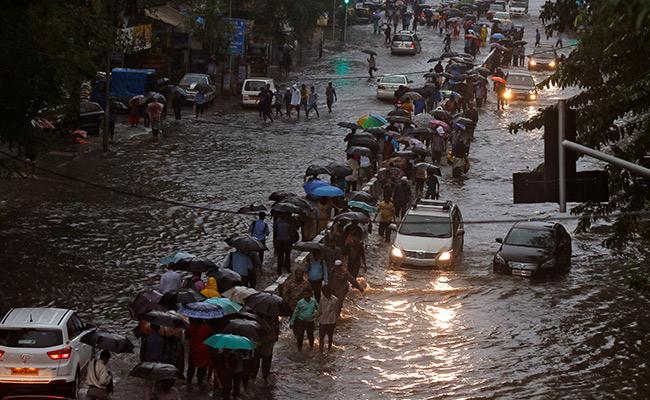 Rifan Financindo   Penipu Hujan-Melempar Pemulihan Lambat Mumbai Setelah Malam Panjang, 5Mati