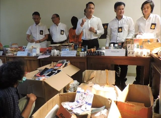 RIFAN FINANCINDO   Polisi Bongkar Industri Racikan Obat Tetes Mata PerangsangWanita